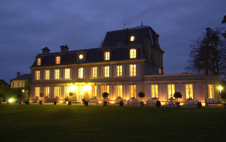 Golf-Expedition-Golf-Reizen-Frankrijk-Regio-Normandië-Chateau-La-Cheneviere-gebouw-donker-licht
