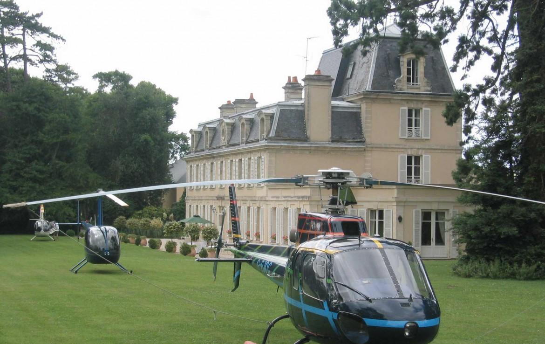 Golf-Expedition-Golf-Reizen-Frankrijk-Regio-Normandië-Chateau-La-Cheneviere-gebouw-helikopter