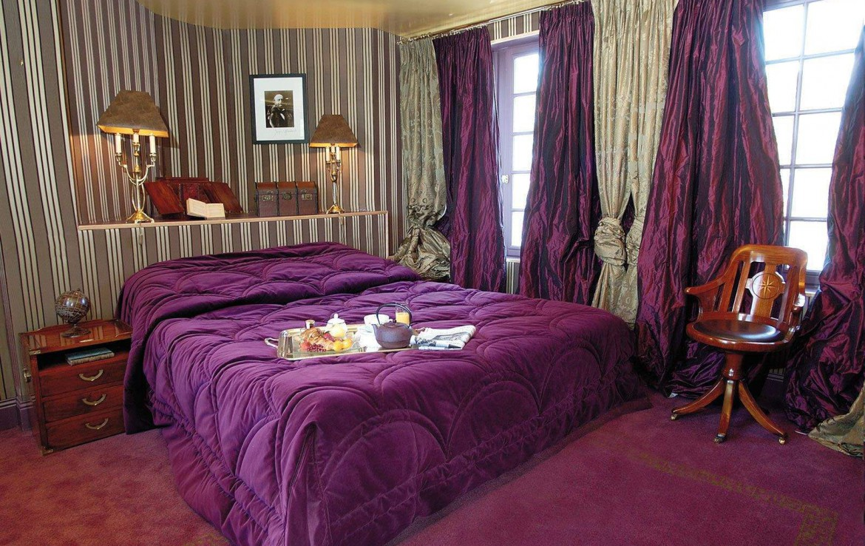 Golf-Expedition-Golf-Reizen-Frankrijk-Regio-Normandië-Domaine-Saint-Clair-bed-paars-stoel