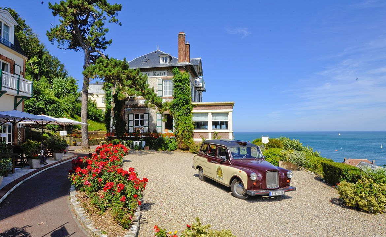 Golf-Expedition-Golf-Reizen-Frankrijk-Regio-Normandië-Dormy House-hotel-auto-groen-bloemen