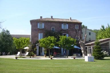 Golf-Expedition-Golf-Reizen-Frankrijk-Regio-Provence-Bastide-Rose-gebouw-gras