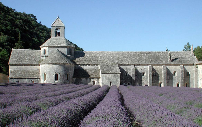 Golf-Expedition-Golf-Reizen-Frankrijk-Regio-Provence-Bastide-Rose-gebouw-paars