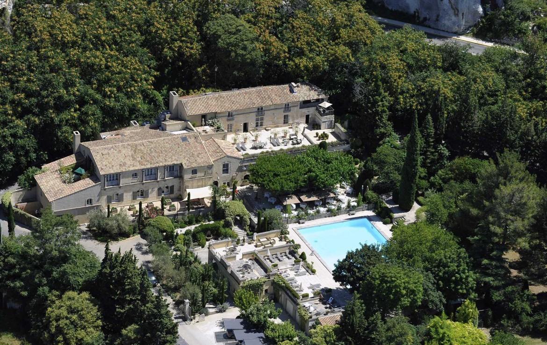 Golf-Expedition-Golf-Reizen-Frankrijk-Regio-Provence-Baumaniere-Baux-de-Provence-gebouw-zwembad