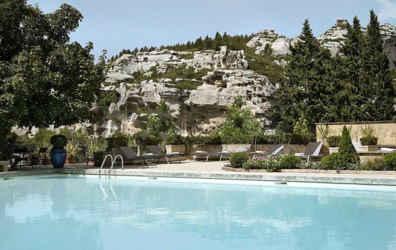 Golf-Expedition-Golf-Reizen-Frankrijk-Regio-Provence-Baumaniere-Baux-de-Provence-zwembad-rotswand