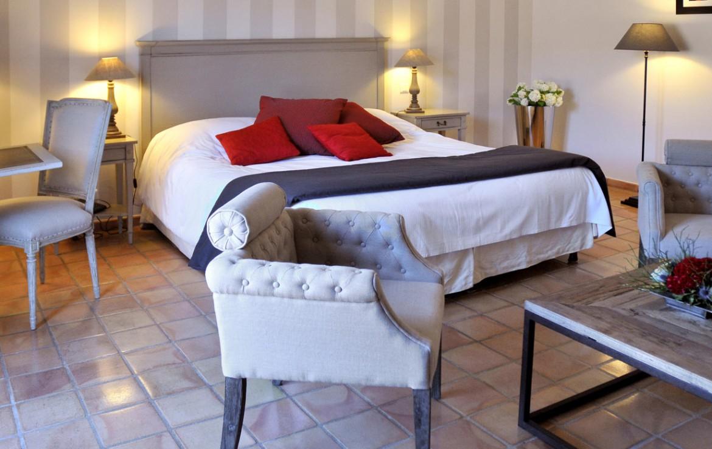 Golf-Expedition-Golf-Reizen-Frankrijk-Regio-Provence-Chateau-de-Berne-bed-rode-kussens