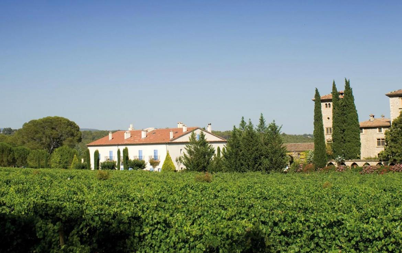 Golf-Expedition-Golf-Reizen-Frankrijk-Regio-Provence-Chateau-de-Berne-bed-wijn-gebouw