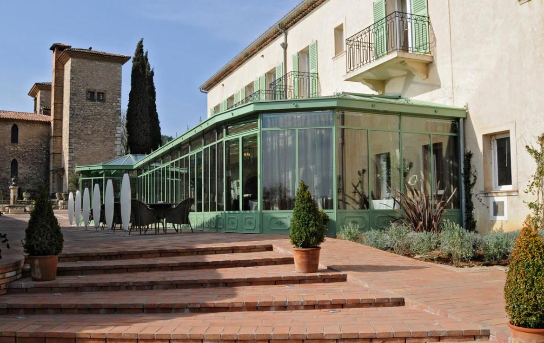 Golf-Expedition-Golf-Reizen-Frankrijk-Regio-Provence-Chateau-de-Berne-gebouw-planten-ingang