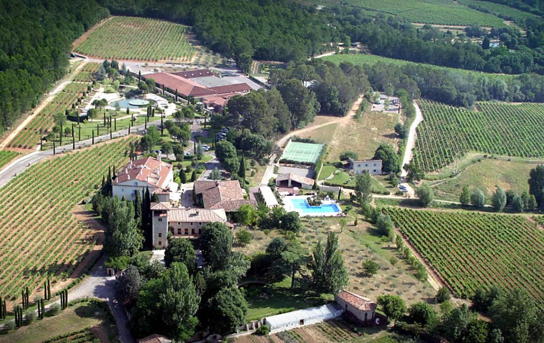 Golf-Expedition-Golf-Reizen-Frankrijk-Regio-Provence-Chateau-de-Berne-hotel-zwembad-overzicht