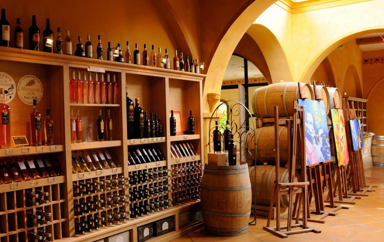 Golf-Expedition-Golf-Reizen-Frankrijk-Regio-Provence-Chateau-de-Berne-kast-wijn
