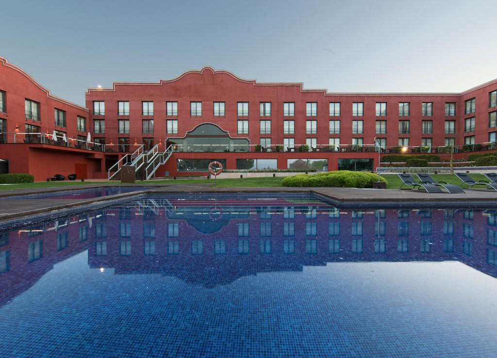 Golf-Expedition-Golf-reizen-Spanje-Regio-Barcelona-Hotel-Barcelona-Golf-Pool-hotel-view