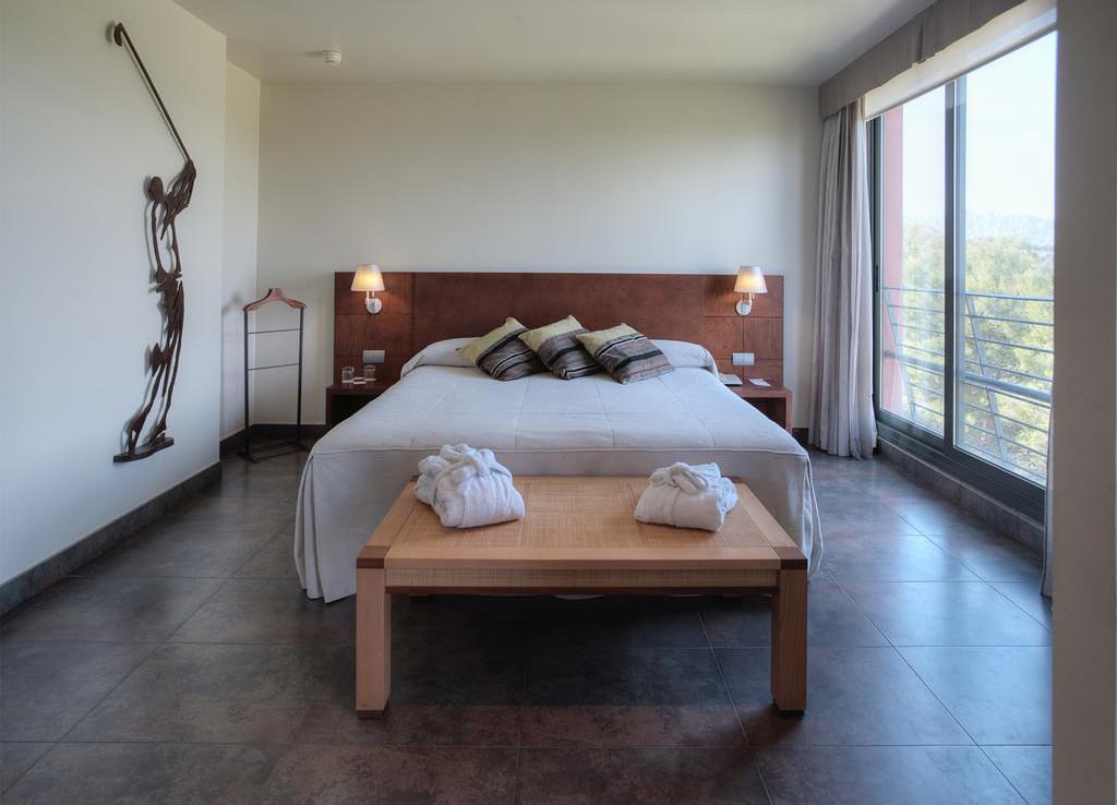 Golf-Expedition-Golf-reizen-Spanje-Regio-Barcelona-Hotel-Barcelona-Golf-master-bedroom