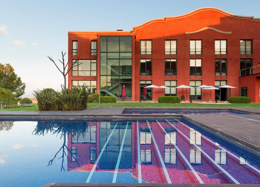 Golf-Expedition-Golf-reizen-Spanje-Regio-Barcelona-Hotel-Barcelona-Golf-pool-side-view
