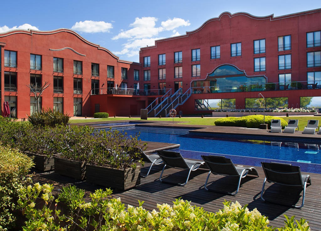 Golf-Expedition-Golf-reizen-Spanje-Regio-Barcelona-Hotel-Barcelona-Golf-terrace-by-pool