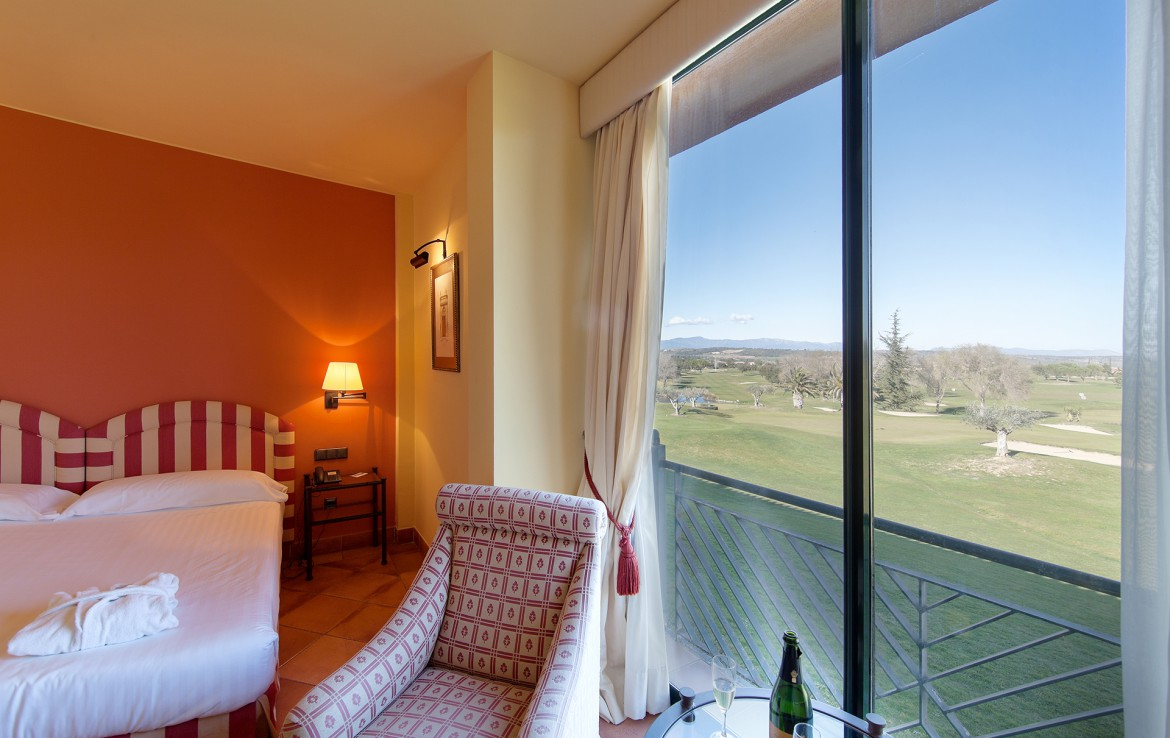 Golf-Expedition-Golf-reizen-Spanje-Regio-Barcelona-TorreMirona-Golf-&-Spa-Resort-bedroom-view