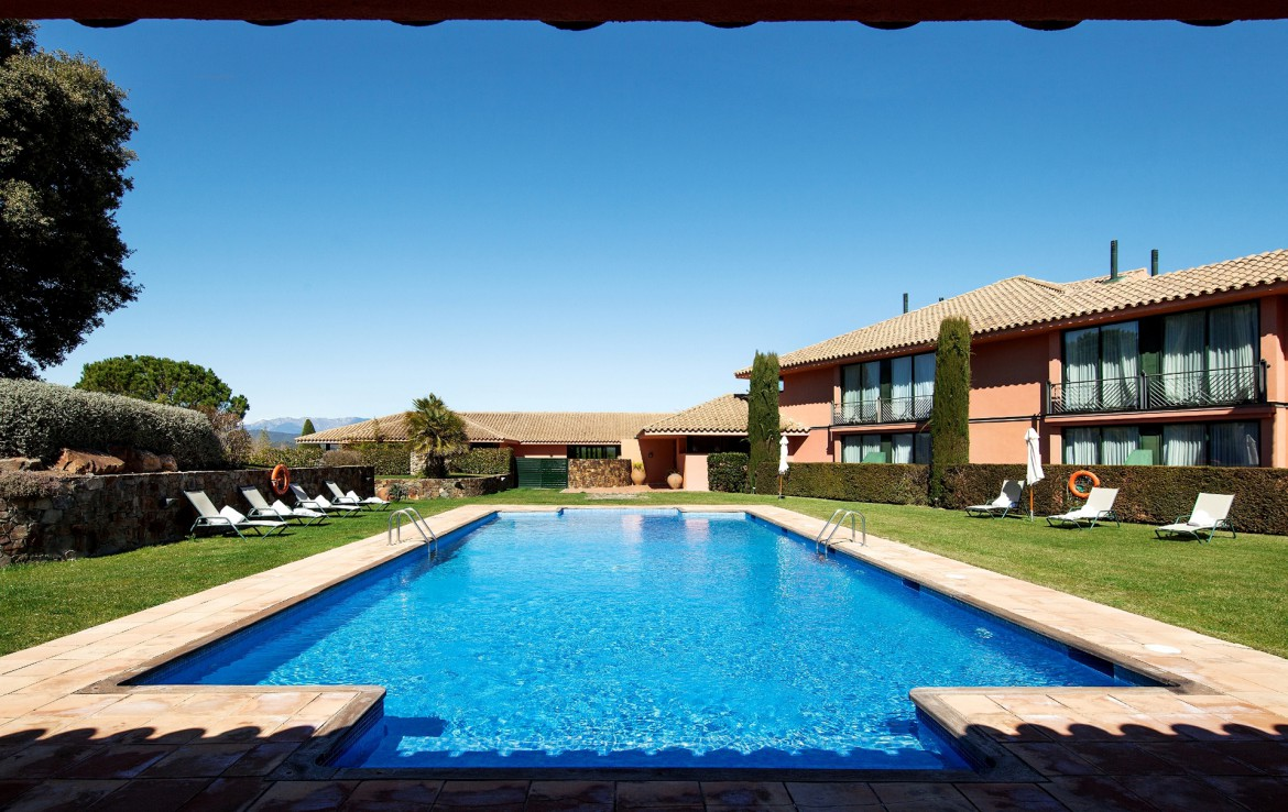 Golf-Expedition-Golf-reizen-Spanje-Regio-Barcelona-TorreMirona-Golf-&-Spa-Resort-pool-2