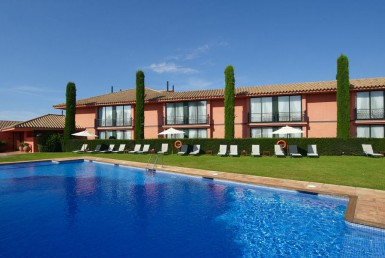 Golf-Expedition-Golf-reizen-Spanje-Regio-Barcelona-TorreMirona-Golf-&-Spa-Resort-pool-overview