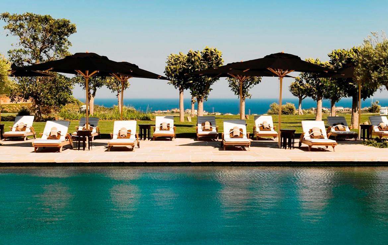 Golf-Expedition-Golf-reizen-Spanje-Regio-Malaga-Finca-Cortesin-Hotel-Golf-&-Spa-sun-beds-by-pool