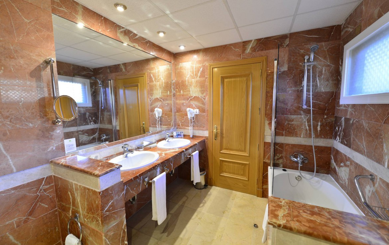 Golf-Expedition-Golf-reizen-Spanje-Regio-Malaga-Hotel-Guadalmina-Spa-&-Golf-Resort-bathroom