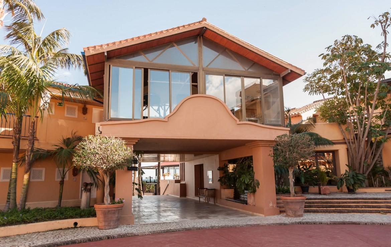 Golf-Expedition-Golf-reizen-Spanje-Regio-Malaga-Hotel-Guadalmina-Spa-&-Golf-Resort-entrance-2