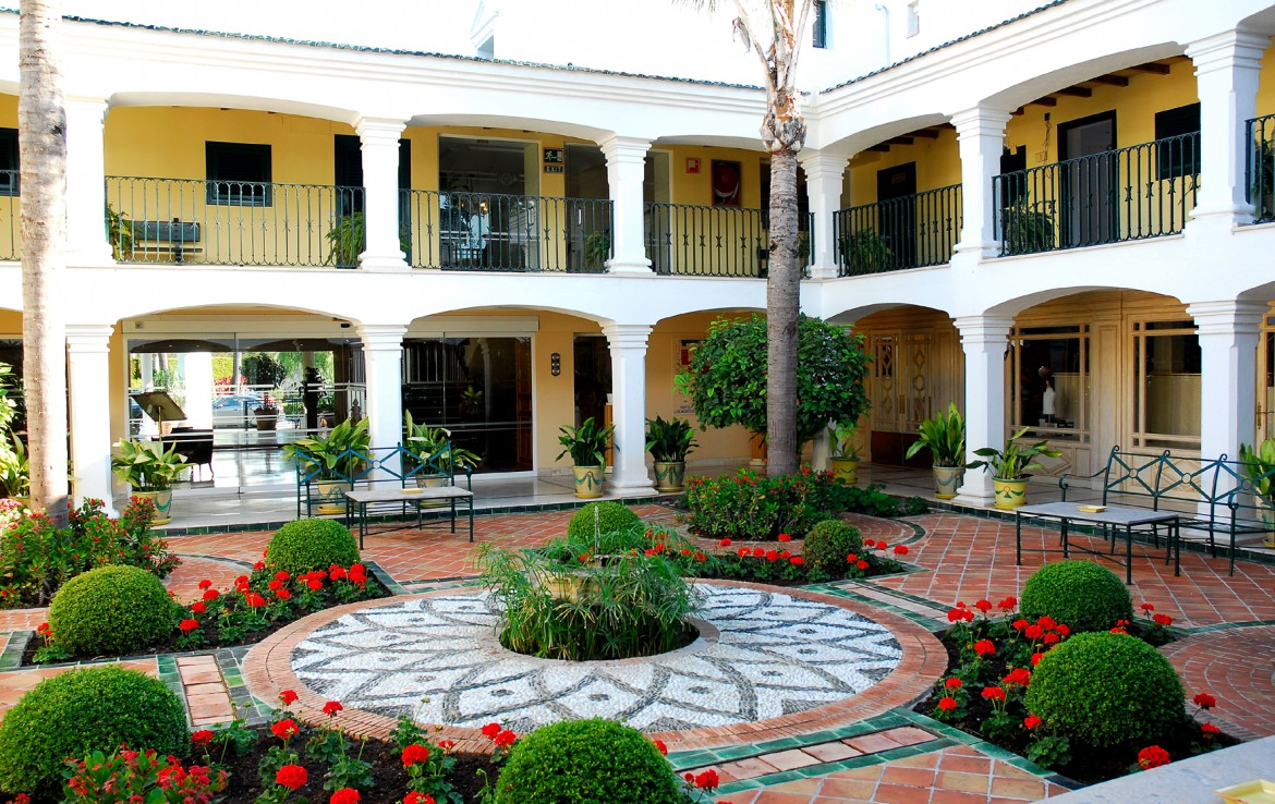 Golf-Expedition-Golf-reizen-Spanje-Regio-Malaga-Los-Monteros-Spa-&-Golf-Resort-courtyard