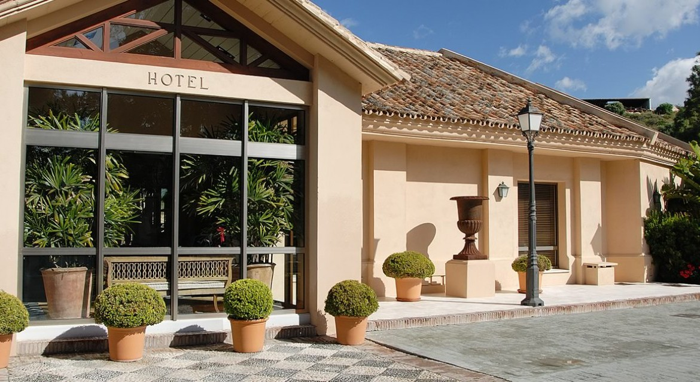 Golf-Expedition-Golf-reizen-Spanje-Regio-Malaga-Rio-Real-Golf-&-Hotel-front-view-daytime