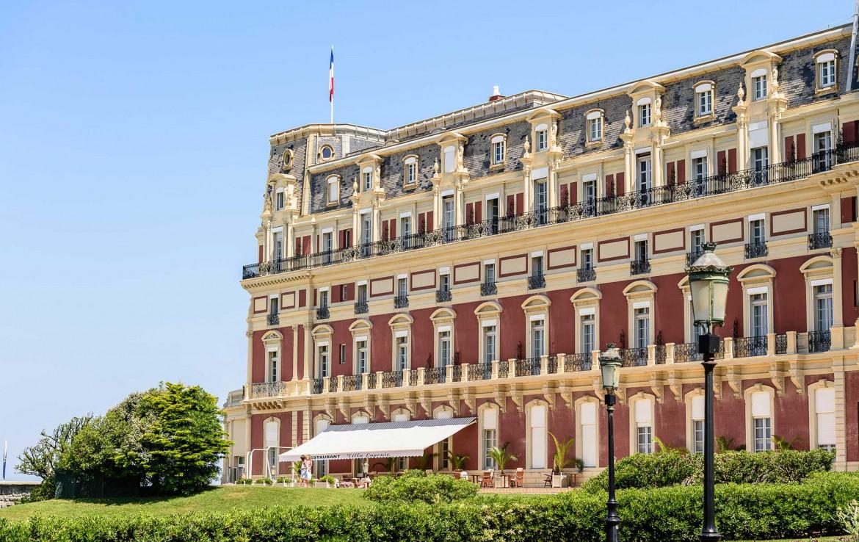 Golf-Reizen-Golf-Expedition-Frankrijk-Regio-Aquitaine-Hotel-du-Palais-Sideview