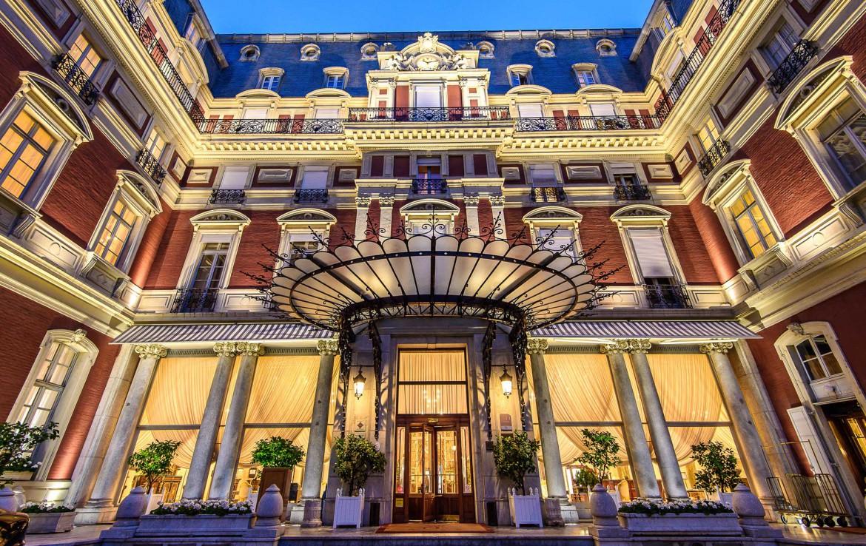 Golf-Reizen-Golf-Expedition-Frankrijk-Regio-Aquitaine-Hotel-du-Palais-entrance