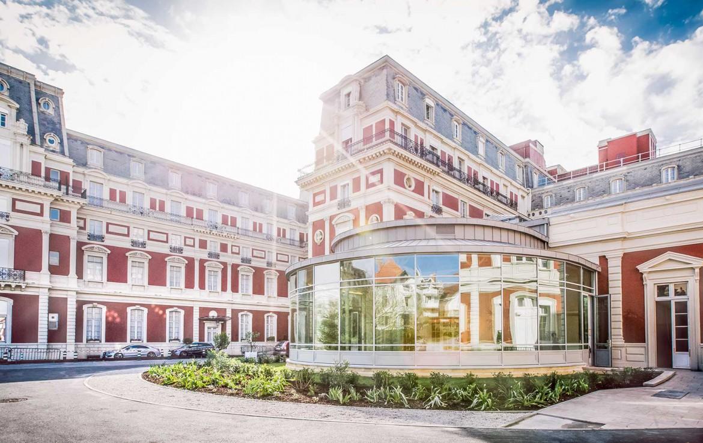 Golf-Reizen-Golf-Expedition-Frankrijk-Regio-Aquitaine-Hotel-du-Palais-entrance-2