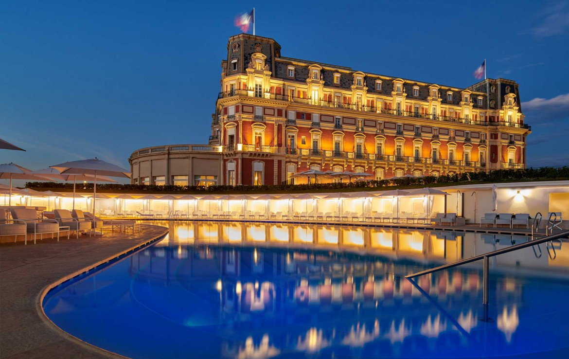 Golf-Reizen-Golf-Expedition-Frankrijk-Regio-Aquitaine-Hotel-du-Palais-pool-at-night