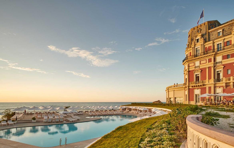 Golf-Reizen-Golf-Expedition-Frankrijk-Regio-Aquitaine-Hotel-du-Palais-pool-view