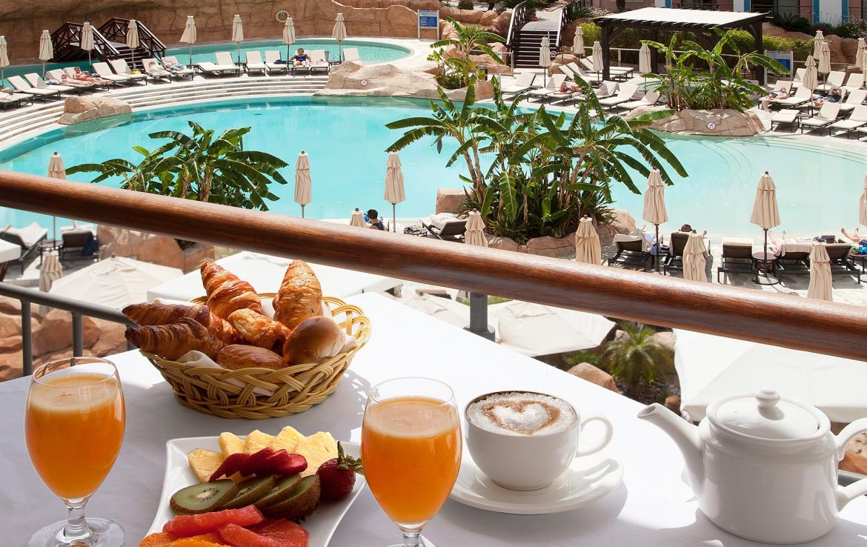 Golf-expedition-Golf-reizen-Portugal-Regio-Algavre-Hilton-Vilamoura-As-Casatas-Golf-Resort-&-Spa-deluxe-hotel-by-pool