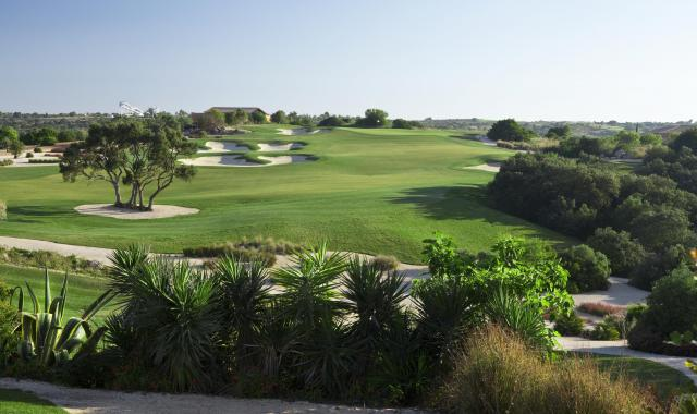 Golf-expedition-golfreizen-golfresort-Amendoeira-Golfbaan-hole-1