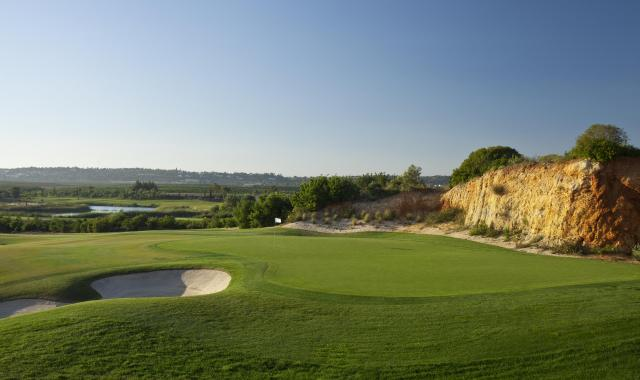Golf-expedition-golfreizen-golfresort-Amendoeira-Golfbaan-hole-2