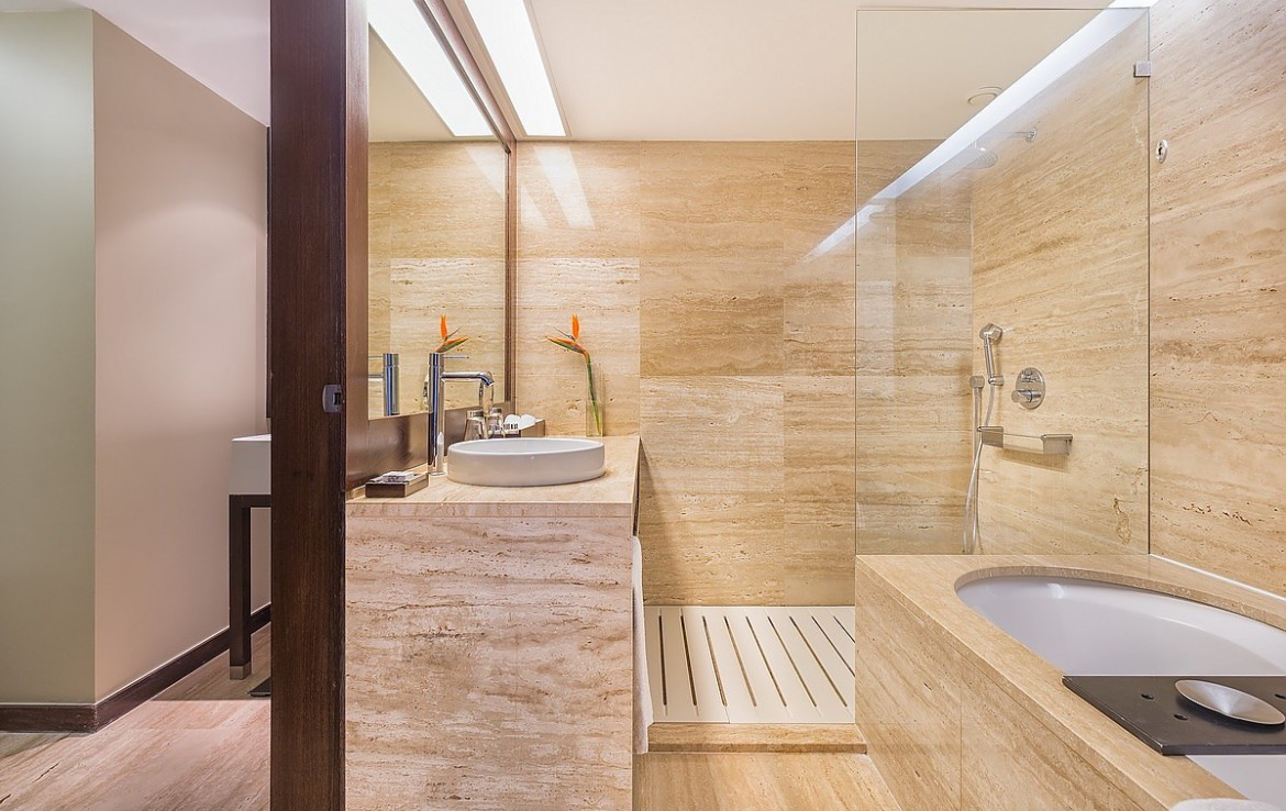 Golf-expedition-golfreizen-golfresort-Blue-and-green-the-lake-spa-resort-appartment-bathroom-1