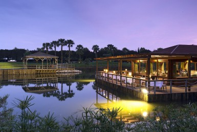 Golf-expedition-golfreizen-golfresort-Blue-and-green-the-lake-spa-resort-lake-at-night-view
