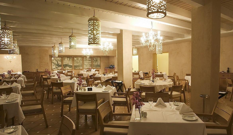 Golf-expedition-golfreizen-golfresort-Blue-and-green-the-lake-spa-resort-restaurant-3