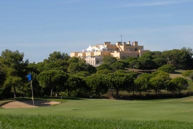 Golf-expedition-golfreizen-golfresort-Castro-Marin-Golfe-&-Country-Club-golfbaan-hole-1-with-village-view