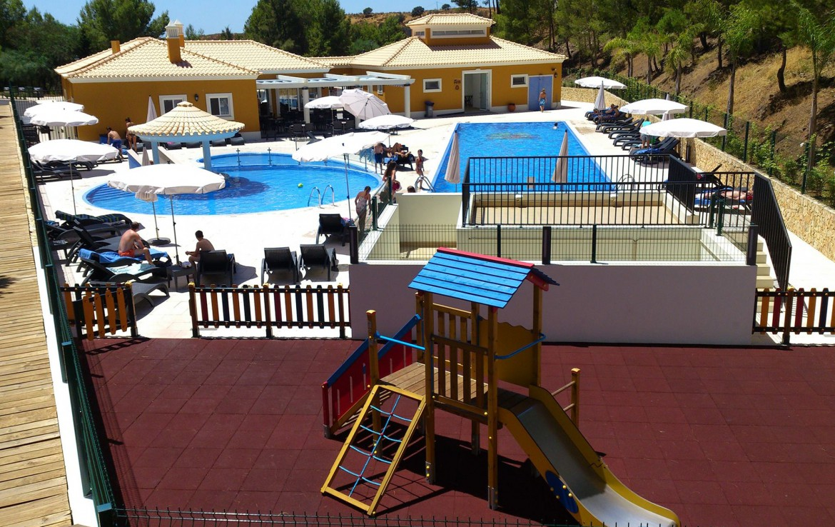 Golf-expedition-golfreizen-golfresort-Castro-Marin-Golfe-&-Country-Club-the-village-swimming-pool-for-kids