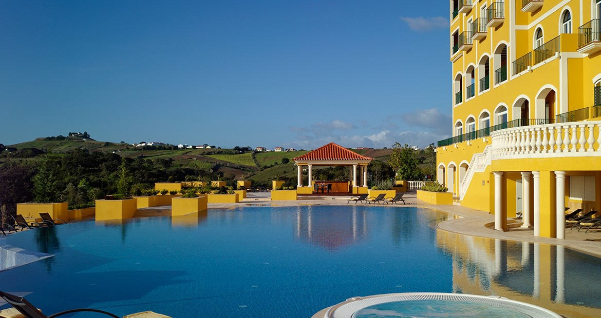 Golf-expedition-golfreizen-golfresort-Dolce-CampoReal-Lisboa-resort-medium-pool-right-view