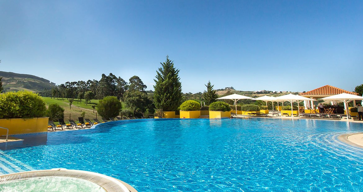 Golf-expedition-golfreizen-golfresort-Dolce-CampoReal-Lisboa-resort-outside-small-pool