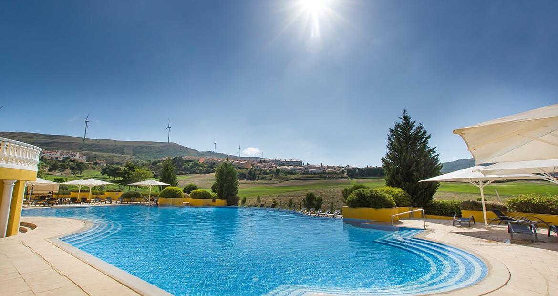Golf-expedition-golfreizen-golfresort-Dolce-CampoReal-Lisboa-resort-poolside