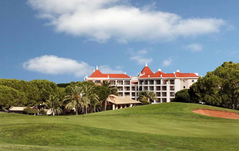 Golf-expedition-golfreizen-golfresort-Hilton-Vilamoura-As-Casatas-Golf-Resort-&-Spa-golfbaan-hole3-with-resort-view
