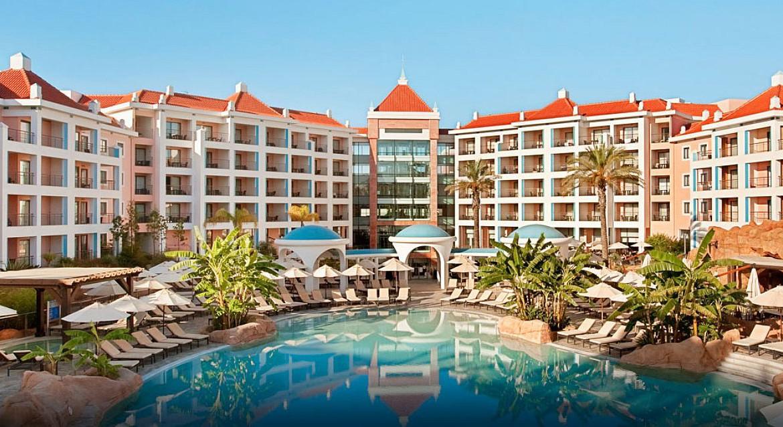 Golf-expedition-golfreizen-golfresort-Hilton-Vilamoura-As-Casatas-Golf-Resort-&-Spa-poolside-resort-overview-day