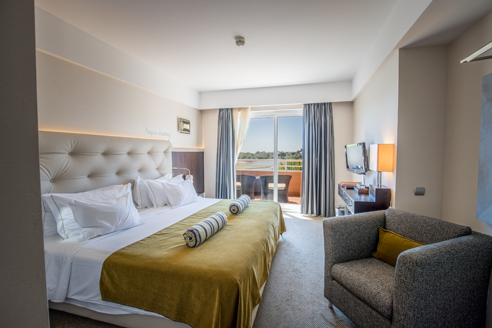 Golf-expedition-golfreizen-golfresort-Hotel-Quinta-de-Marinha-Resort-appartement-bedroom-3-with-view