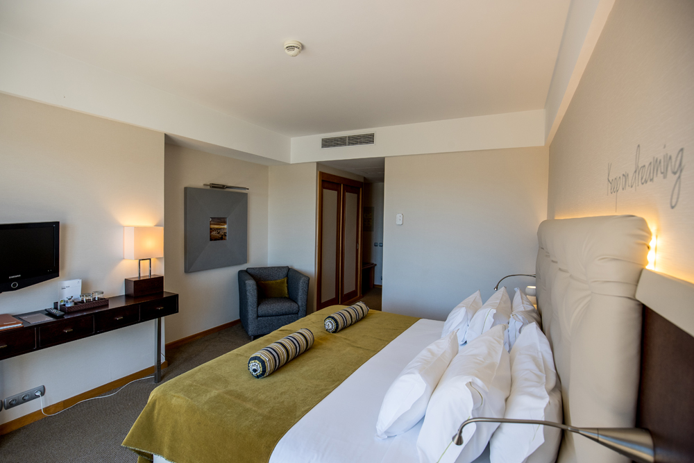 Golf-expedition-golfreizen-golfresort-Hotel-Quinta-de-Marinha-Resort-appartment-bedroom-bed-2
