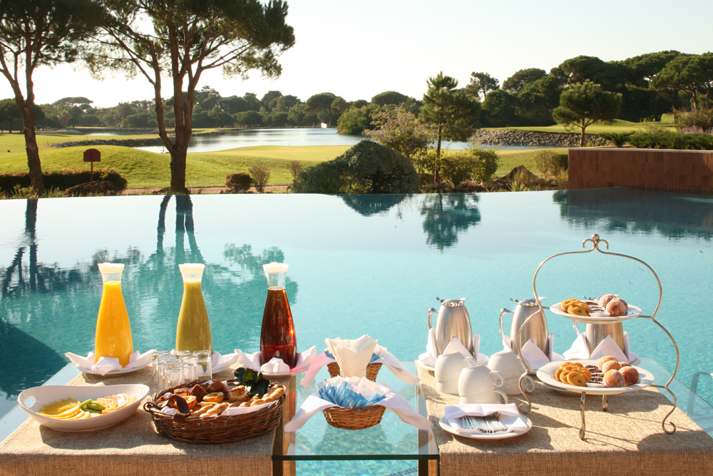 Golf-expedition-golfreizen-golfresort-Hotel-Quinta-de-Marinha-Resort-breakfast-with-poolside