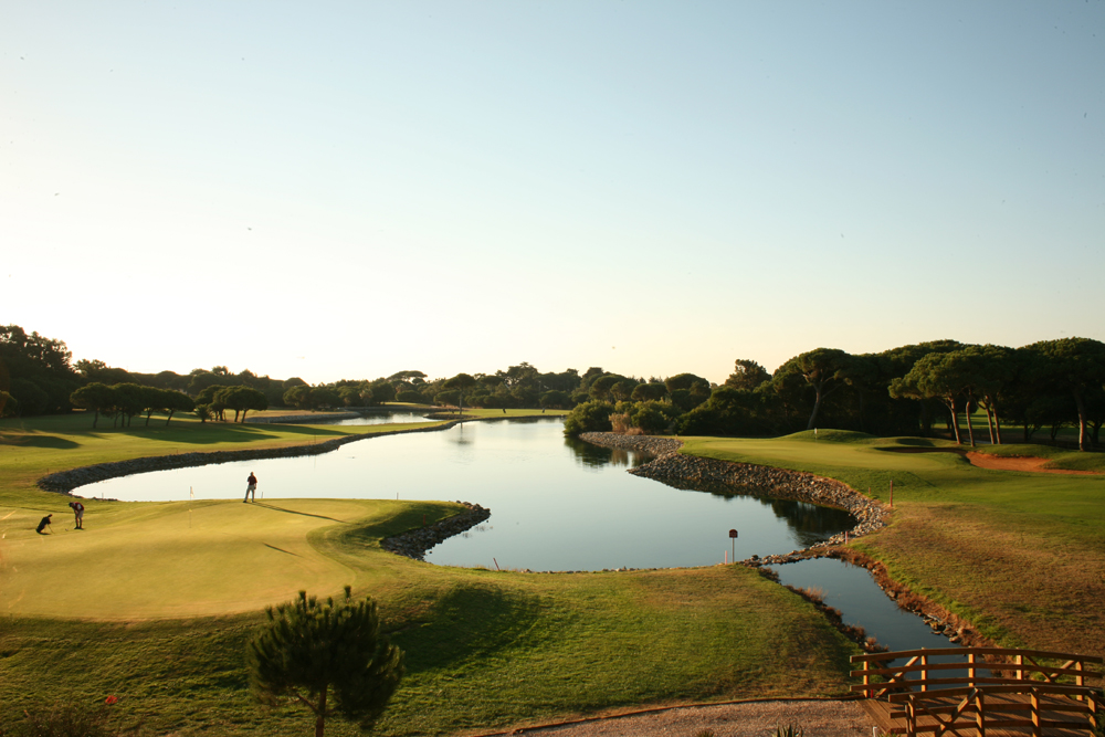 Golf-expedition-golfreizen-golfresort-Hotel-Quinta-de-Marinha-Resort-golfbaan-hole-2-with-lake