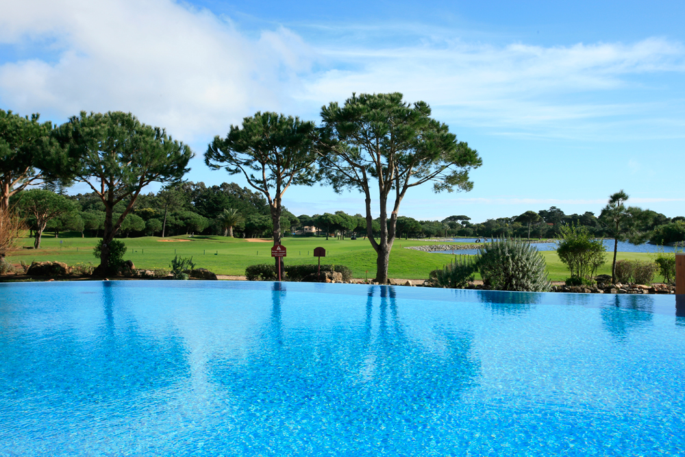 Golf-expedition-golfreizen-golfresort-Hotel-Quinta-de-Marinha-Resort-pool-with-golfbaan