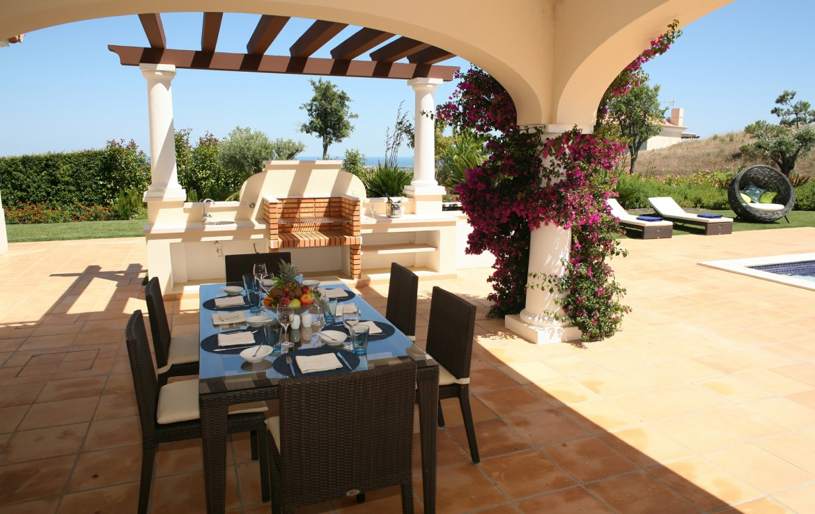 Golf-expedition-golfreizen-golfresort-Monte-Rel-Golf-And-Country-Club-outside-dining-area