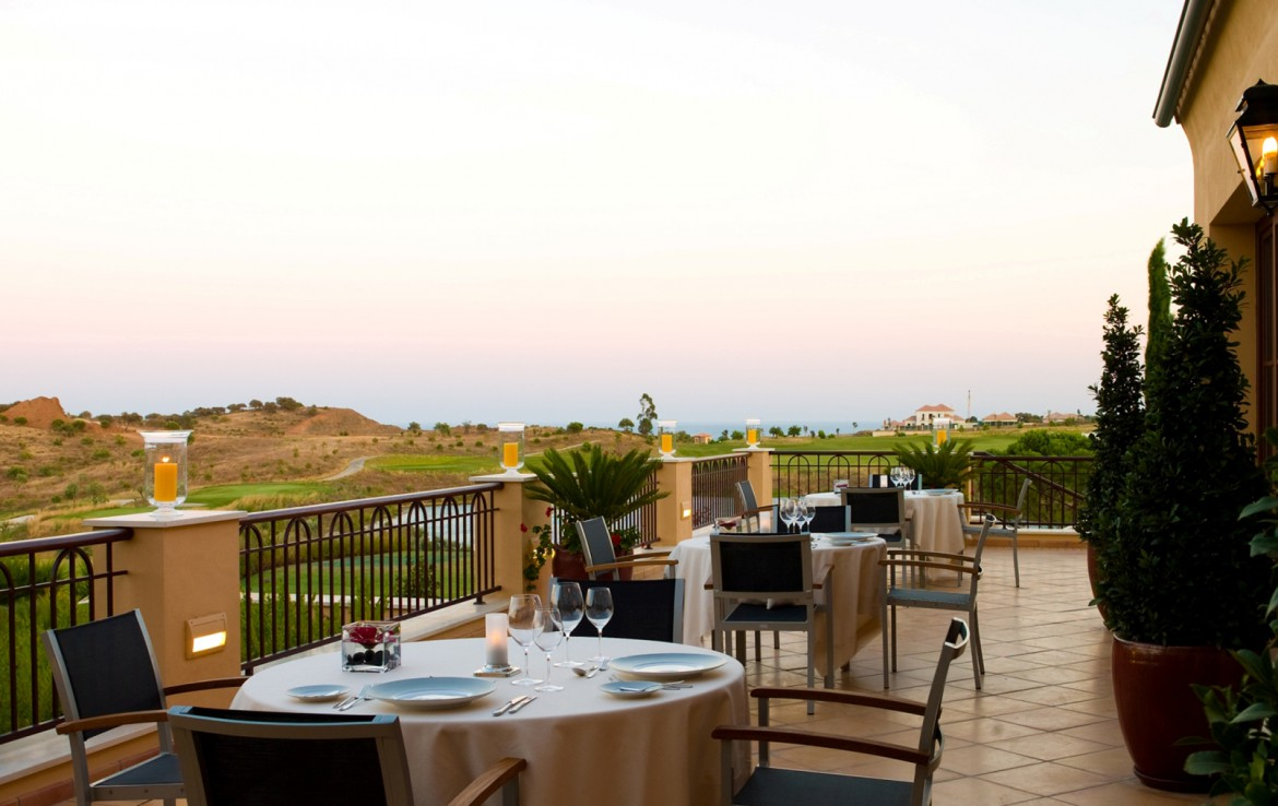 Golf-expedition-golfreizen-golfresort-Monte-Rel-Golf-And-Country-Club-outside-dining-terrace